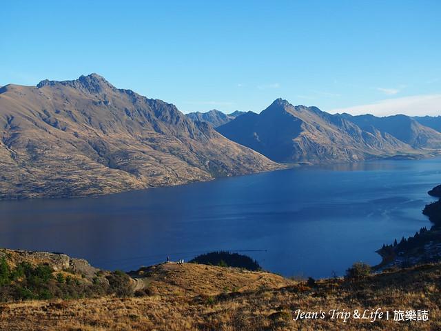 卓越山脉The Remarkables 和瓦卡蒂普湖Lake Wakatipu