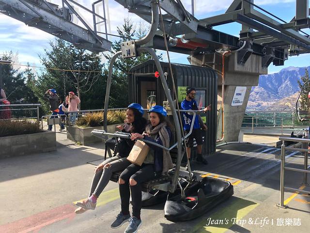空中纜車拖著滑板車