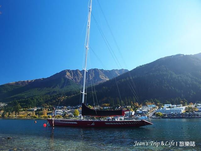 帆船在卡蒂普湖Lake Wakatipu漫遊