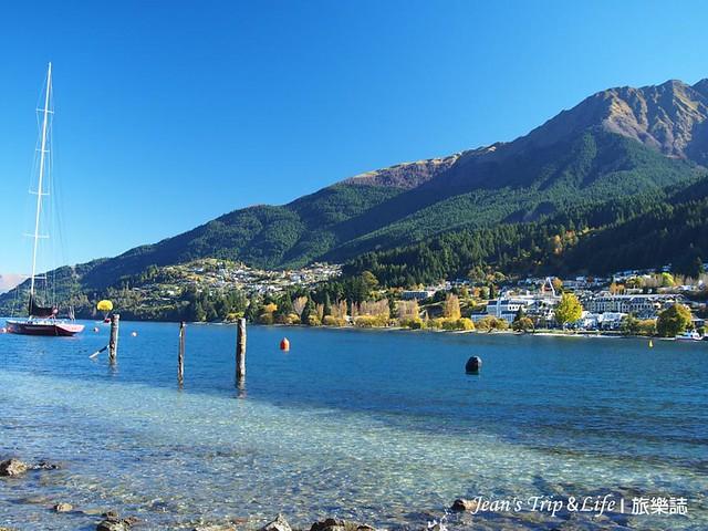 帆船在瓦卡蒂普湖Lake Wakatipu 湖畔