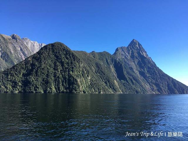 天空的藍與峽灣的海水藍非常美