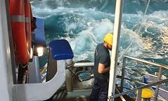 Pour continuer le rêve... Un marin grec sur un ferry, à l'escale, dans les Cyclades 2ème jour de confinement.