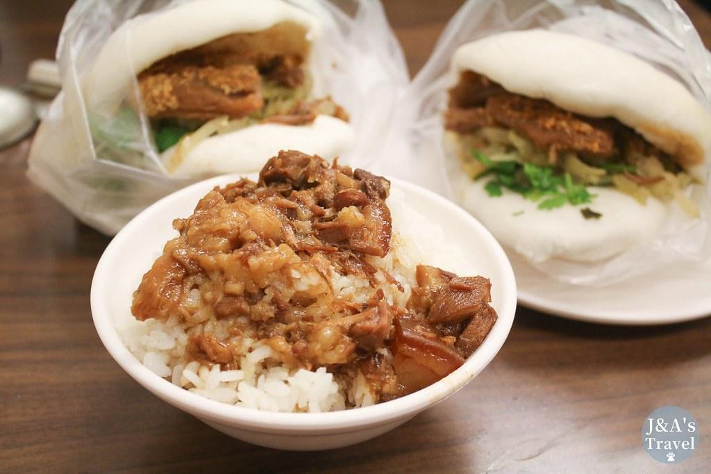 每桌必點滷肉飯加四神湯,吃的到大塊肉的滷肉飯,黏嘴膠質口感好滿足!老翁家四神湯 @J&A的旅行