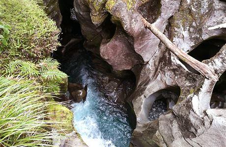 漩渦狀圖案的岩石