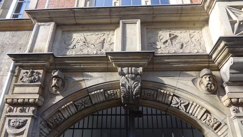 1908/12 Berlin Portal St. Maria-Viktoria-Stifts-Krankenhaus in deutscher Renaissance von Caspar Clemens Pickel Reinhardtstraße 14-16 in 10117 Friedrich-Wilhelm-Stadt in Mitte