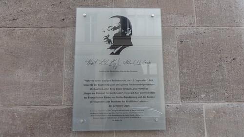 2010 Berlin Gedenktafel Friedensnobelpreisträger Dr. Martin Luther King (1929-1968) besucht am 13. September 1964 Hospiz Albrechtstraße 8 in 10117 Mitte