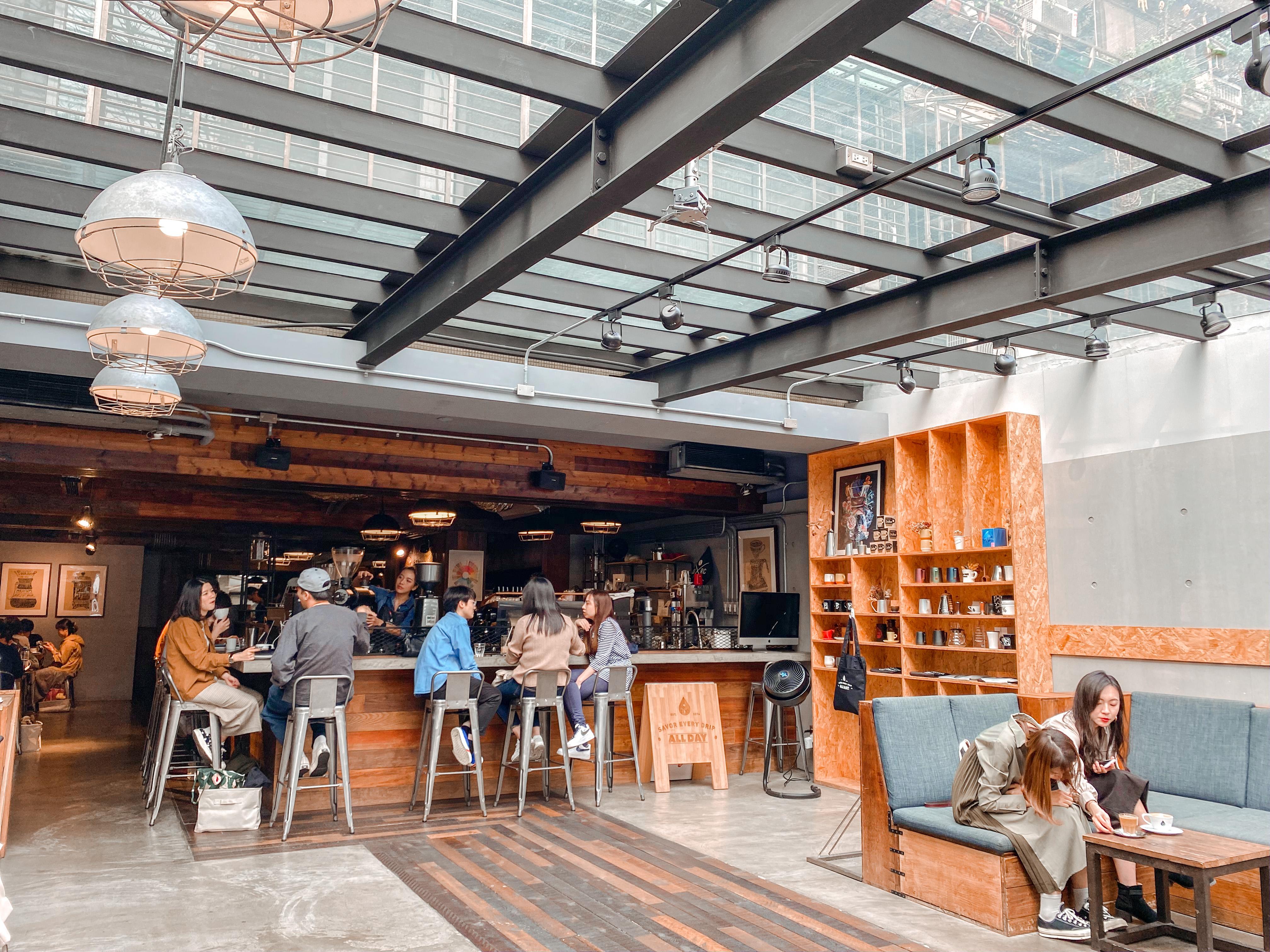 台北松山咖啡廳|民生社區ALL DAY Roasting Company|陽光灑落的老宅咖啡廳 環境