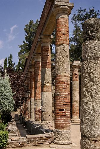 E4142-Columnas teatrales romanas (ladrillescas)