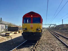 Photo of 66130 heads 6M08 being unloaded at Luton Limbury Road, Luton, England on  a bright sunny March day, 25th March 2020.