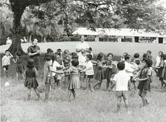 Rarotongan primary school children at play, 1974