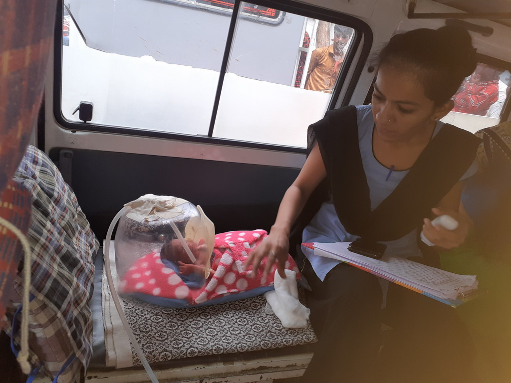 NeoWarm_Alka Hospital_Hetal assiting baby_28JUNE2019