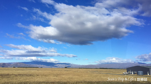 紐西蘭80號公路上張牙舞抓的雲層非常有生命力