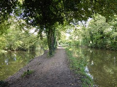 Photo of Kennet & Avon Canal, Kintbury: towpath between canal and stream