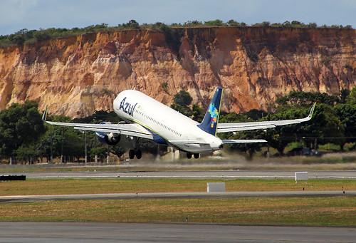 PR-YYH  Airbus A320-251N Azul Linhas Aéreas Brasileiras Aeroporto Internacional Recife  (REC/SBRF)