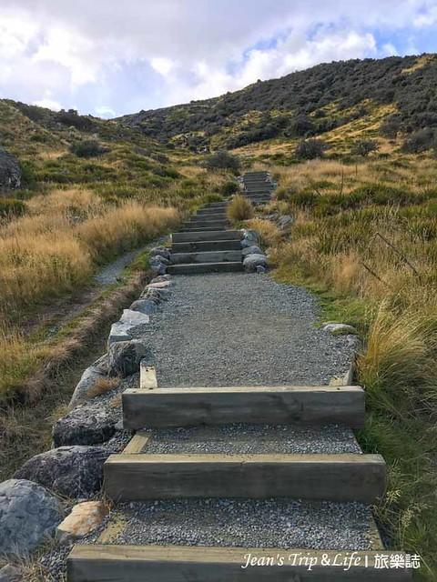一路向上陡峭的階梯