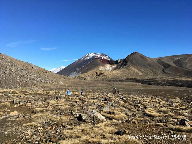 中央火山口前往藍湖的路上