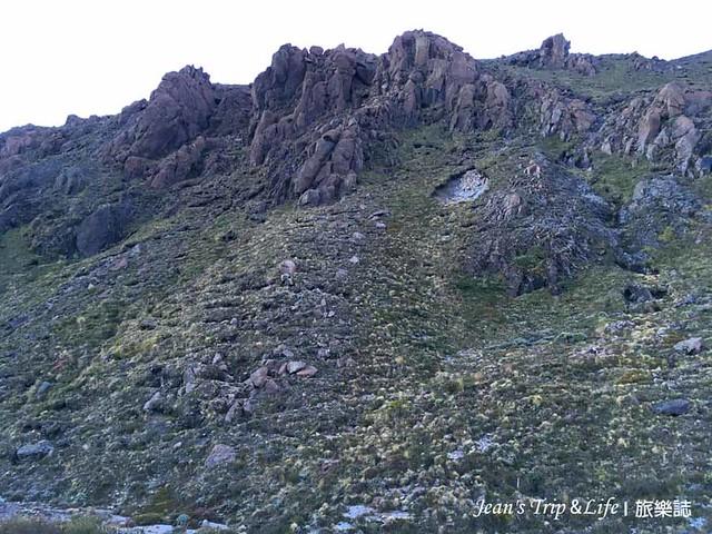 沿途經過一片火山岩