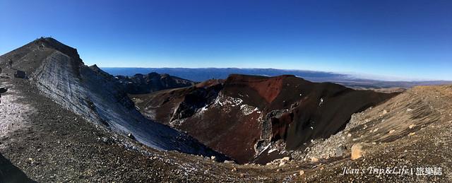 紅火山口的全景圖,最左邊就是暴露在外的山脊路段