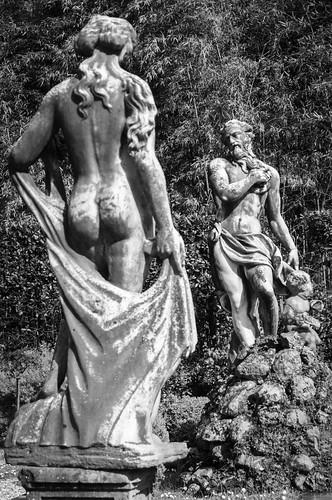 Lucca; Skulpturen im  Garten des Palazzo Pfanner.