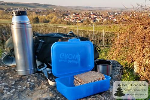 Frühes Frühstück in den Weinbergen über Stadecken
