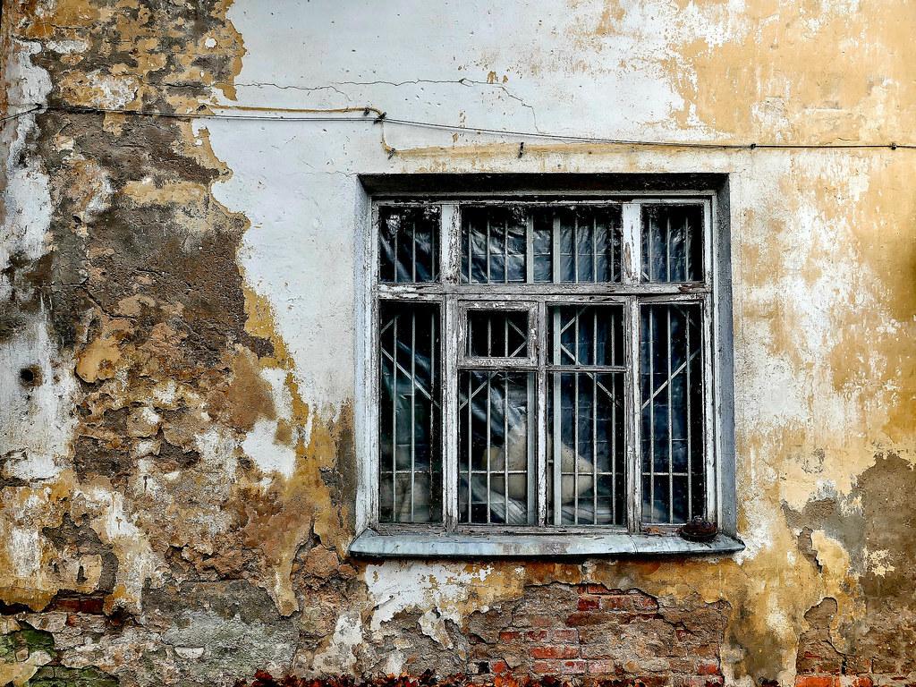 фото: Wall and window. Decay