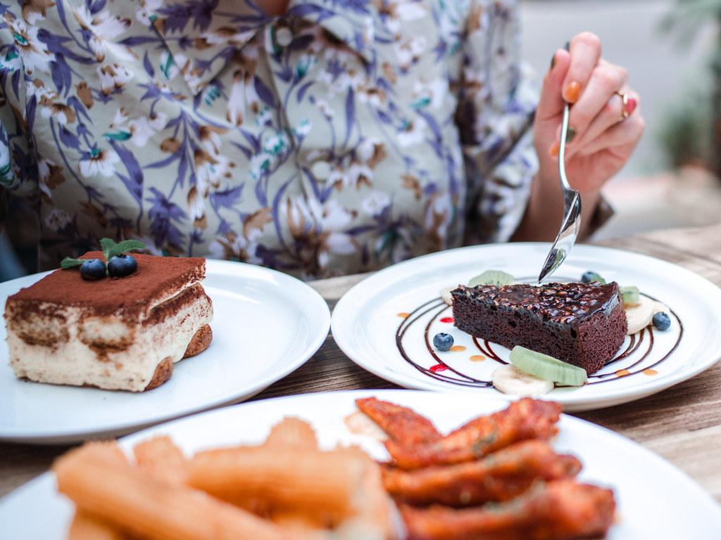 東區下午茶|忠孝敦化美食。Plan B歐陸市集小酒館|歐風露天小酒館  環境