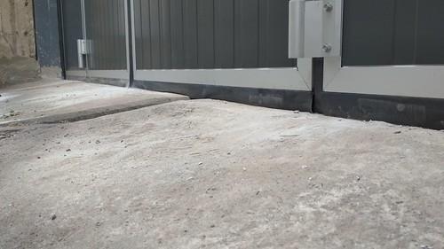 Ушільнення складчастих воріт до підлоги