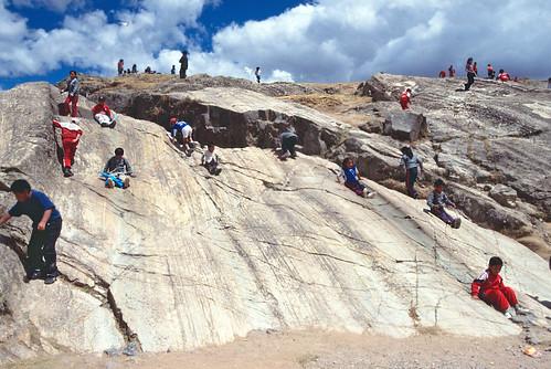 Estrías en plano de falla plegado - Sacsayhuamán (Perú) - 07