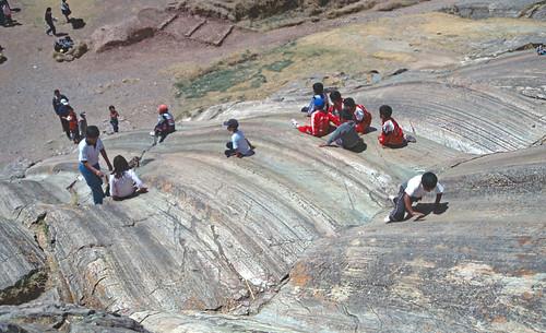 Estrías en plano de falla plegado - Sacsayhuamán (Perú) - 13