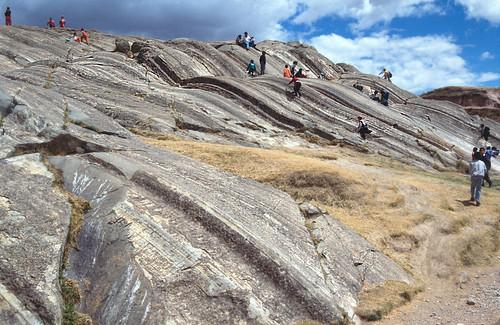 Estrías en plano de falla plegado - Sacsayhuamán (Perú) - 09
