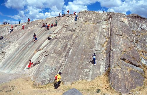 Estrías en plano de falla plegado - Sacsayhuamán (Perú) - 10