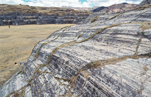 Estrías en plano de falla plegado - Sacsayhuamán (Perú) - 05