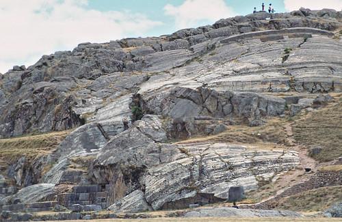 Estrías en plano de falla plegado - Sacsayhuamán (Perú) - 06
