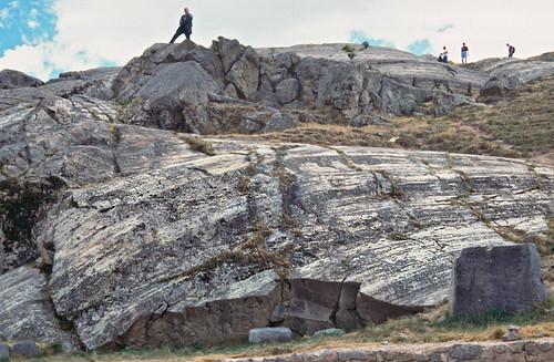 Estrías en plano de falla plegado - Sacsayhuamán (Perú) - 08