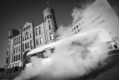 Downtown-detroit-michigan-GAR-building-hybrid-bus-mover-march-2018-jwhitephoto