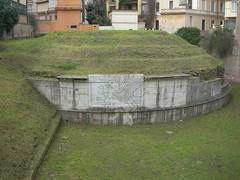 Mausoleo di Lucilio Peto_02