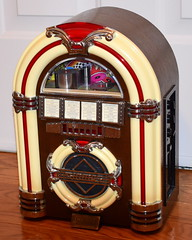Vintage Thomas Collector's Edition Juke Box Radio & Cassette Player, Model CR-11, AM-FM Bands, Measures 14.5 Inches High, Made In China, Circa Late 1980s