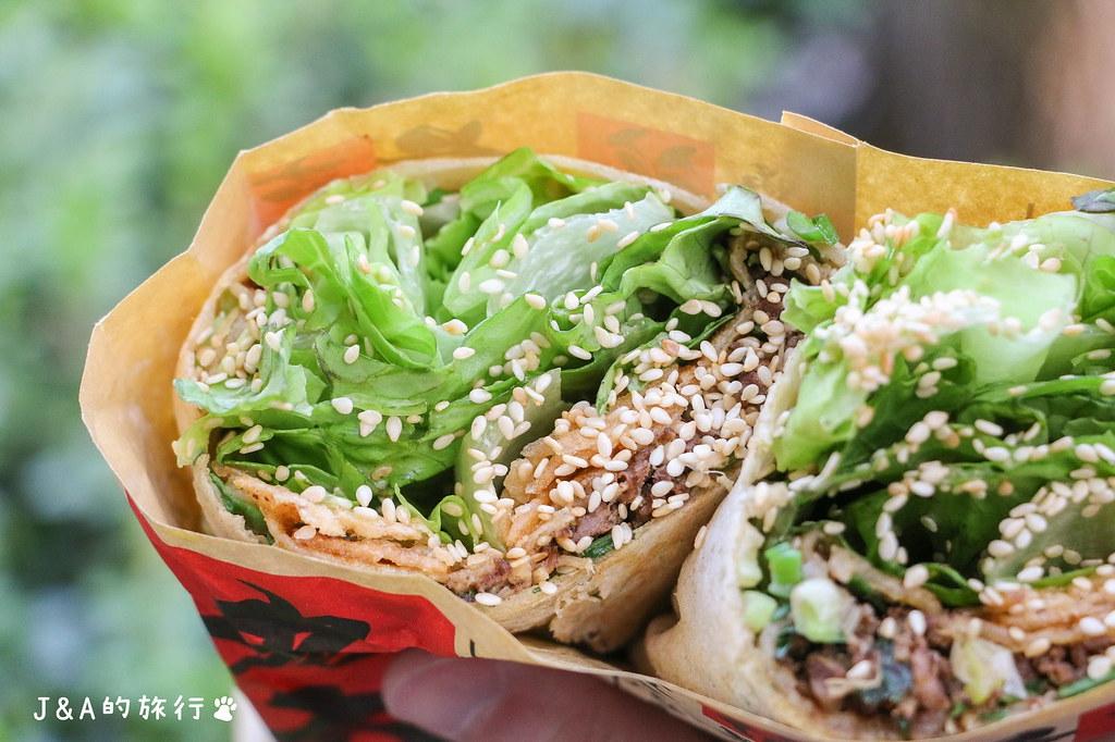 老大爺煎餅果子 蔬菜滿滿大份量煎餅果子45元起,北京烤鴨肉量十足超過癮。 @J&A的旅行