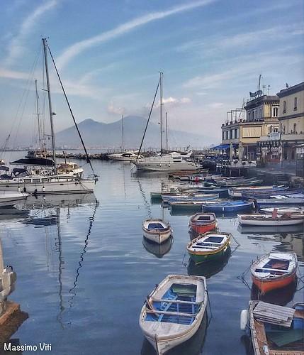 Napoli -  borgo marinaro con lo sfondo il Vesuvio
