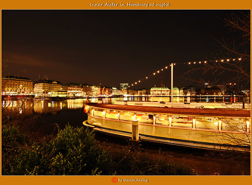 Binnenalster in Hamburg bei Nacht/Inner Alster in Hamburg at night/晚上在汉堡内阿尔斯特/ألستر الداخلية في هامبورغ ليلا