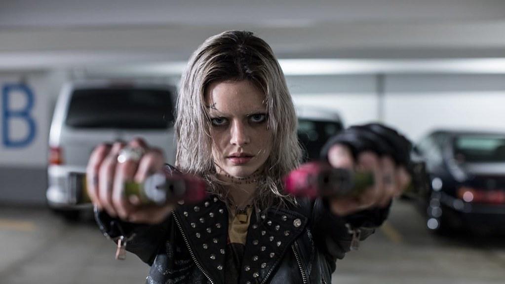 《玩命Online:雙槍對決》薩瑪拉.威明飾演殺手玩家妮克斯