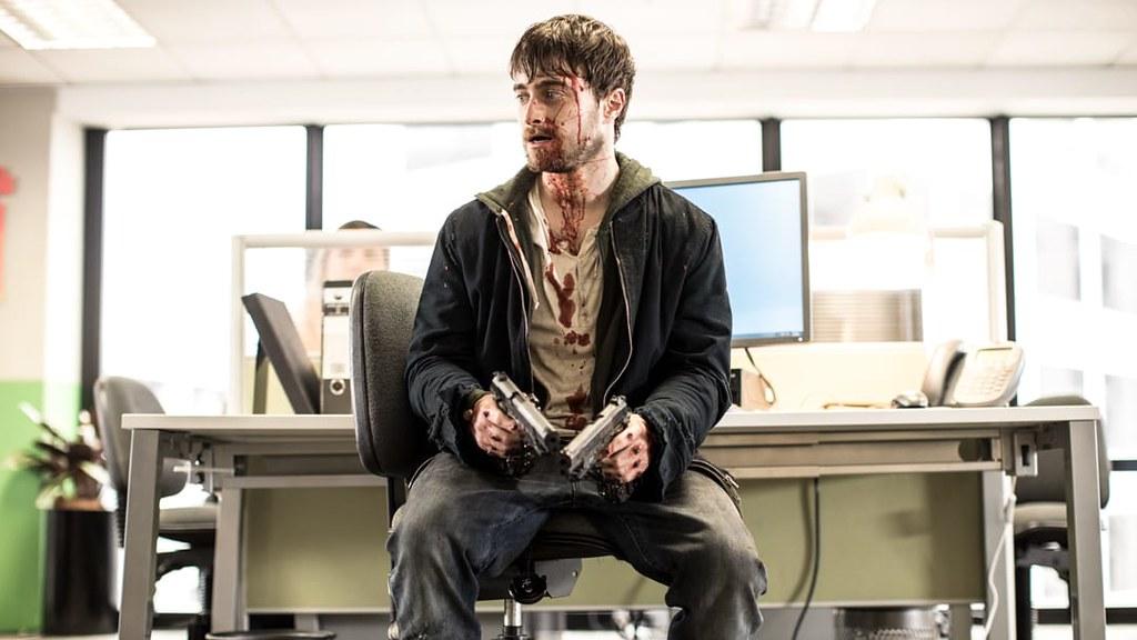 《玩命Online:雙槍對決》丹尼爾.雷德克里夫飾演鍵盤酸民邁爾斯