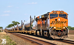 2/2 BNSF 3909 Leads WB Windmill Blades Richter, KS 5-5-20
