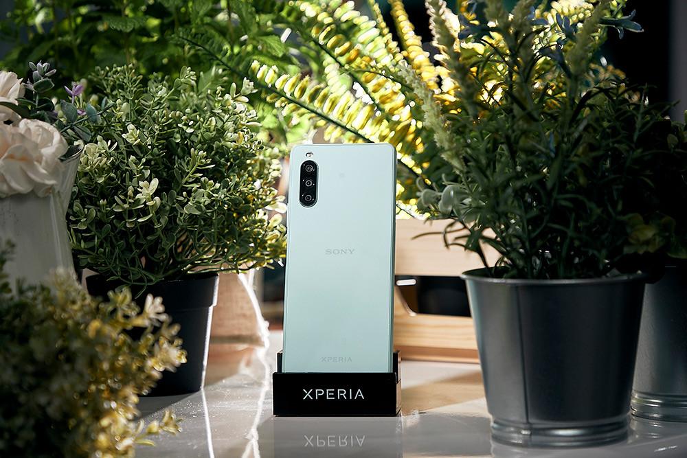 圖說七、Xperia-10-II推出可可黑、奶油白、薄荷綠、莓果藍四款美色,個性時尚與清新甜美風格隨心挑選!(3)