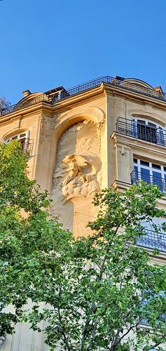 168 - Paris en Avril 2020 - une façade rue Perrée devant le square du Temple