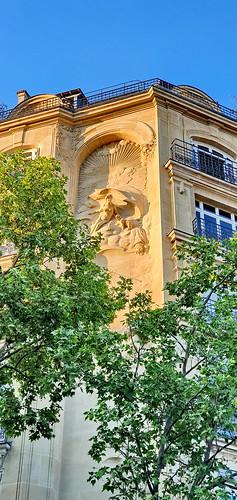 167 - Paris en Avril 2020 - une façade rue Perrée devant le square du Temple