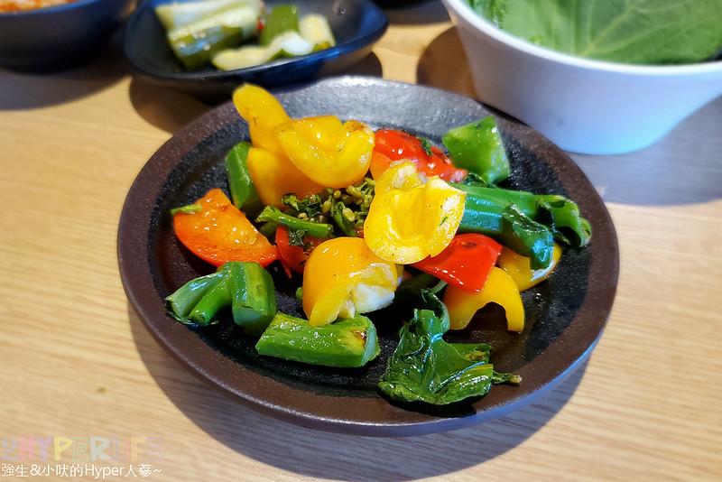 49882467482 58c7721463 c - 有專人代烤的韓式燒肉,烤得恰恰的極厚三層肉搭配芝麻葉生菜包肉好對味~