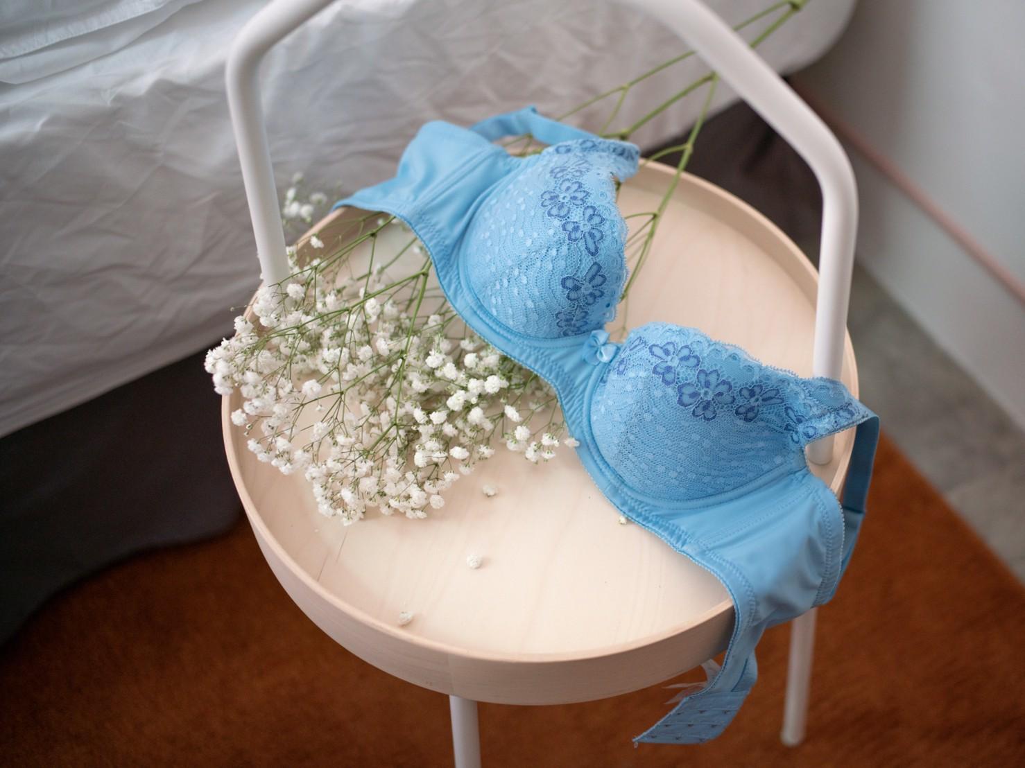 無鋼圈內衣的迷人深V魅力「依夢內衣 Emon」不受拘束的舒適性感的內在美