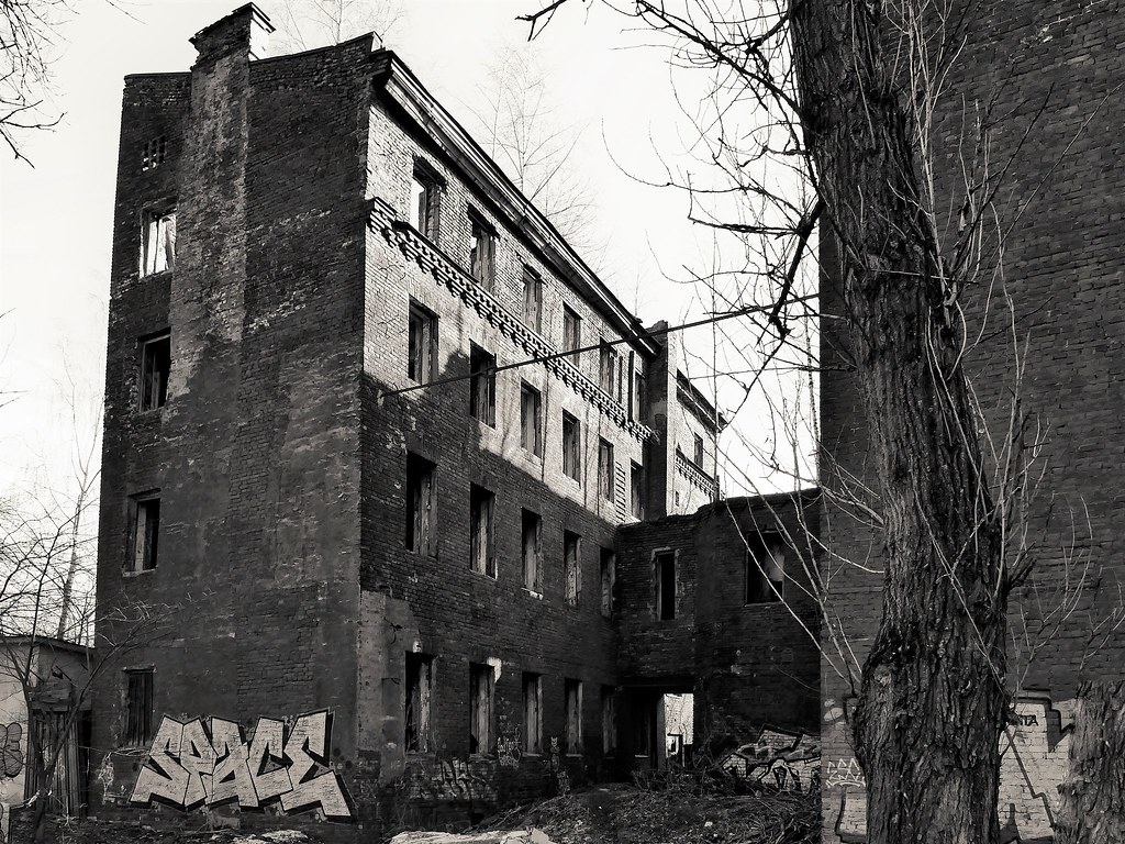 фото: St. Petersburg. The old abandoned factory_