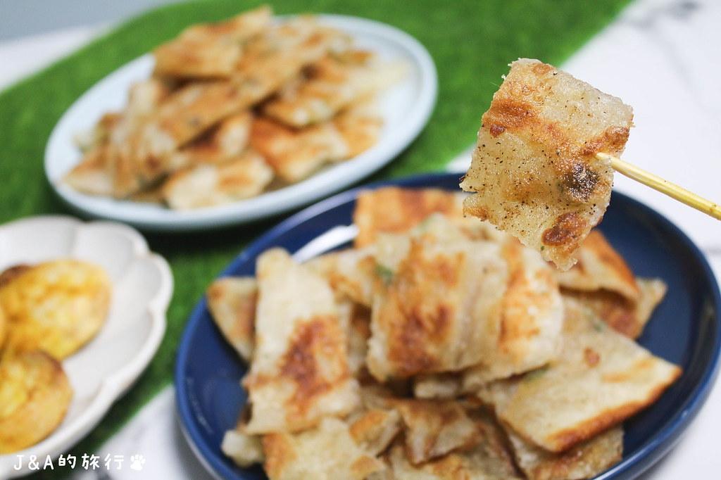 有9種口味的不油膩香酥脆蔥油餅。佳元蔥油餅舖 @J&A的旅行